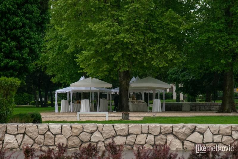 OBAVIJEST Ručak za uzvanike mladomisnika don Slavka Volarevića bit će u Gradskom parku