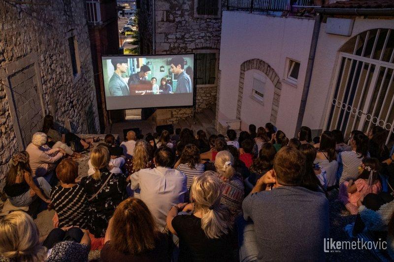 METKOVSKO LJETO Sinoć je u Skalama prikazan Oscarom nagrađeni film 'Parazit'