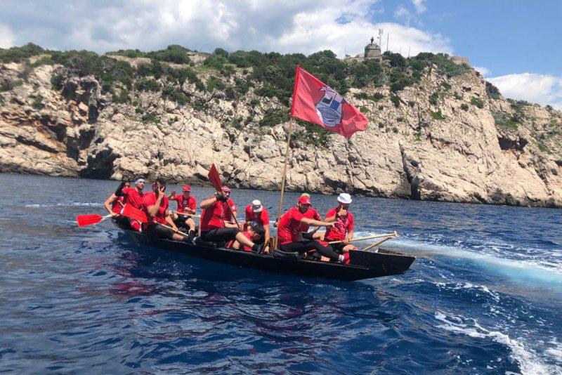 Plov Metković – Kotor: naši lađari su upravo prošli rt Oštro (Prevlaka), još 35 km do Kotora
